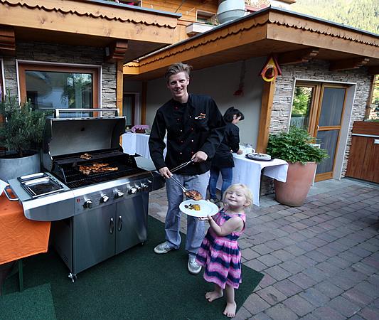 Hannes & Laura beim Grillen